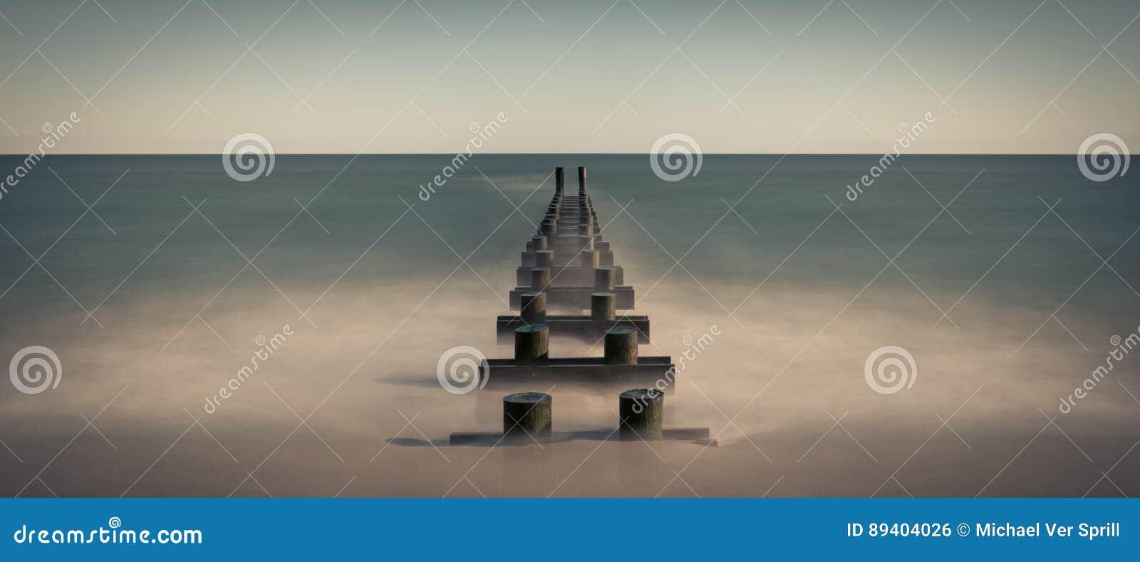 Panorama da tubulação do oceano