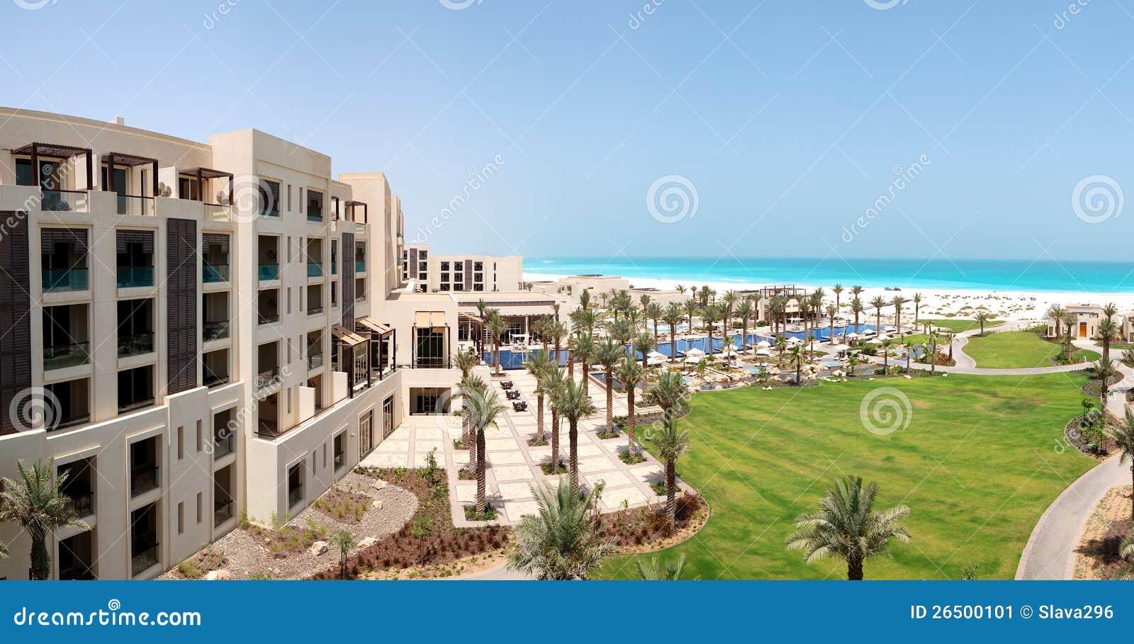 Panorama das piscinas e da praia