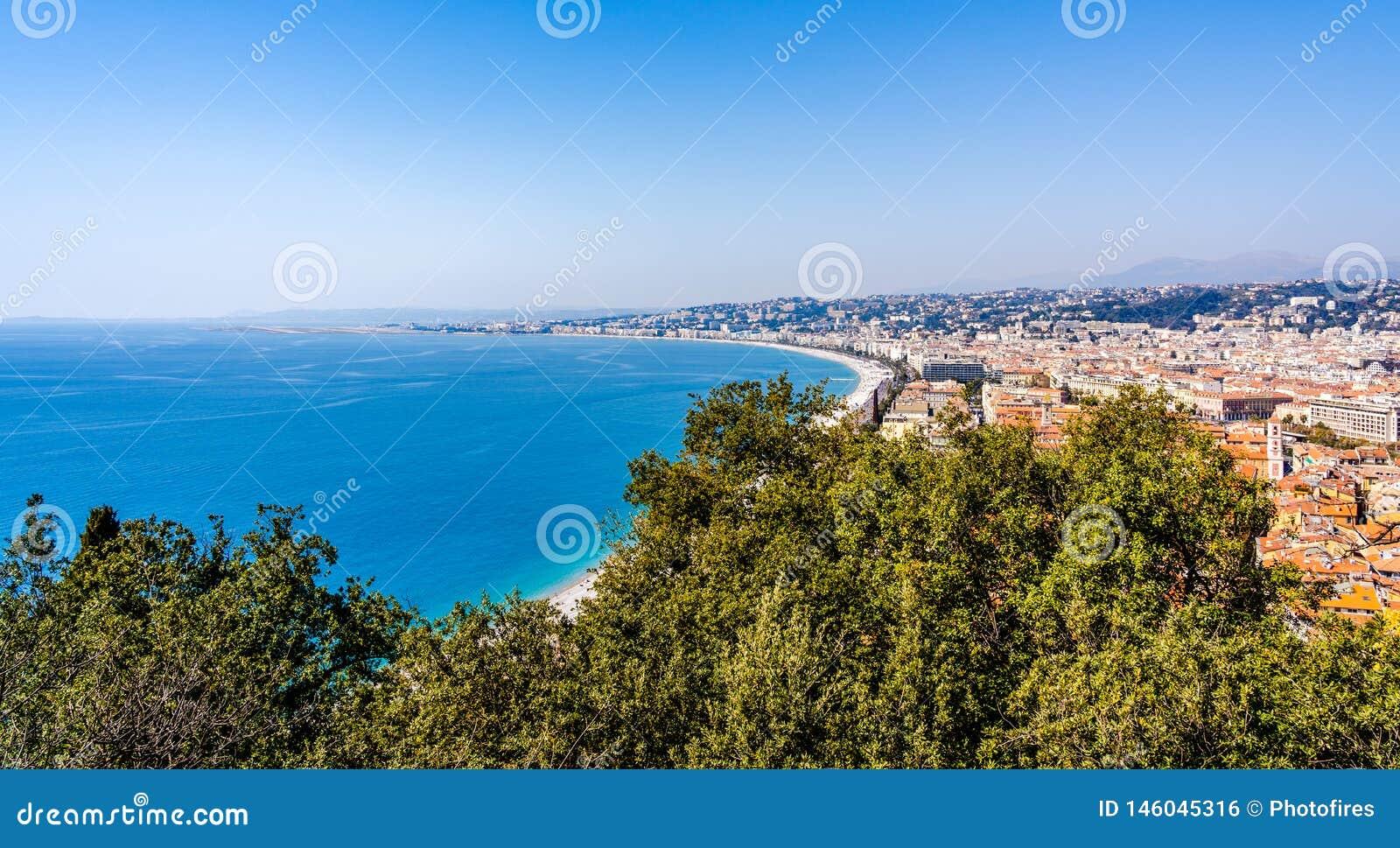 Panorama de agradável, França na costa d 'Azur French Riviera, mar Mediterrâneo visto do monte do castelo