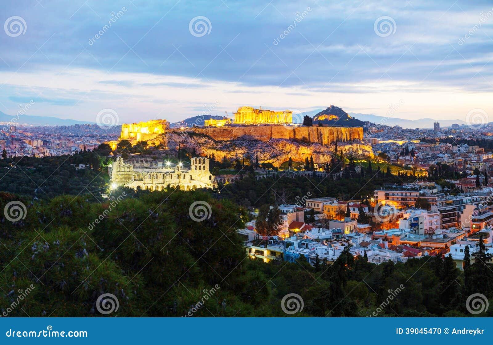 Panorama de Atenas com a acrópole na noite após o por do sol