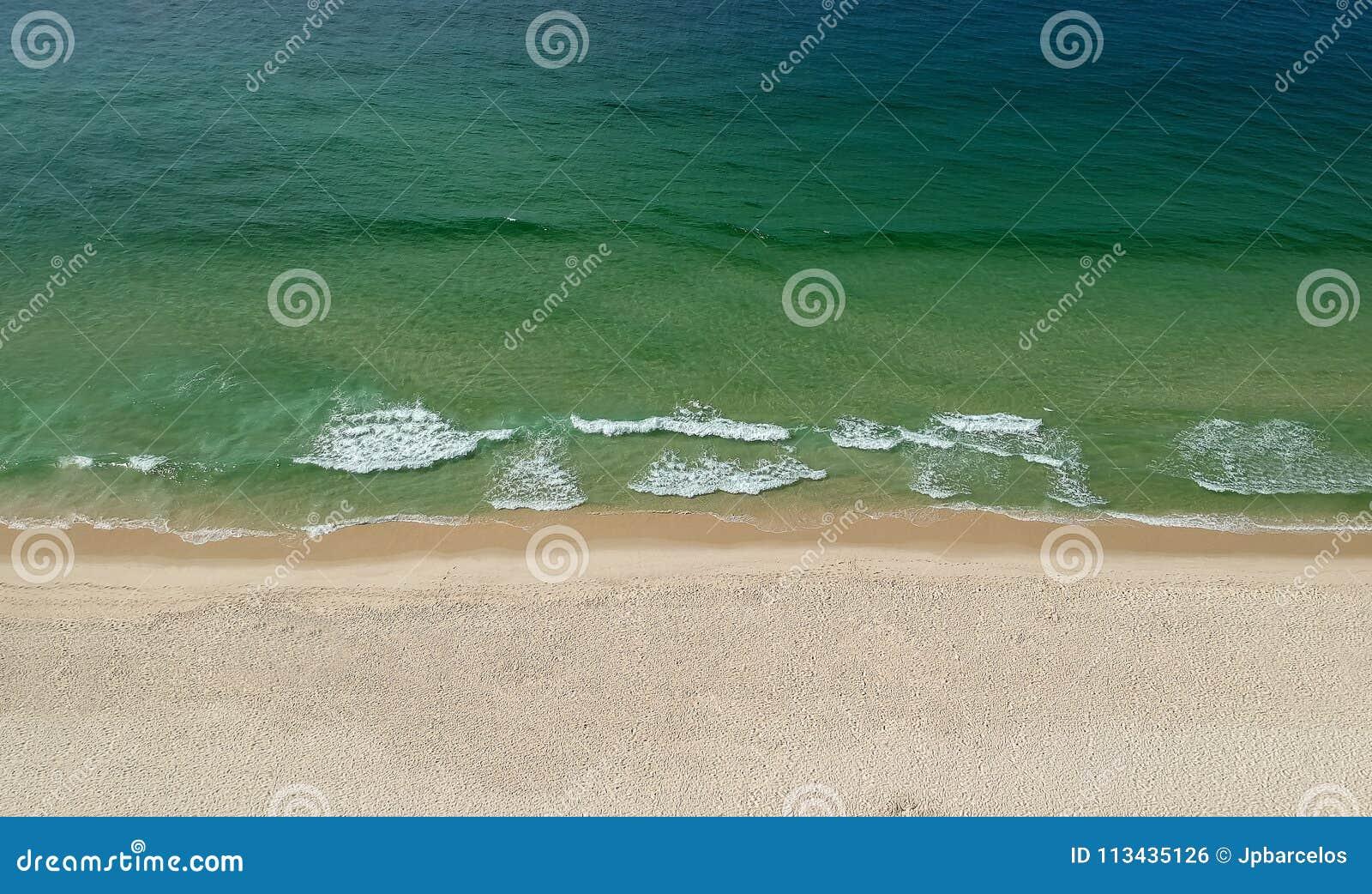 Panorama de bourdon de plage de Barra da Tijuca, Rio de Janeiro, Brésil