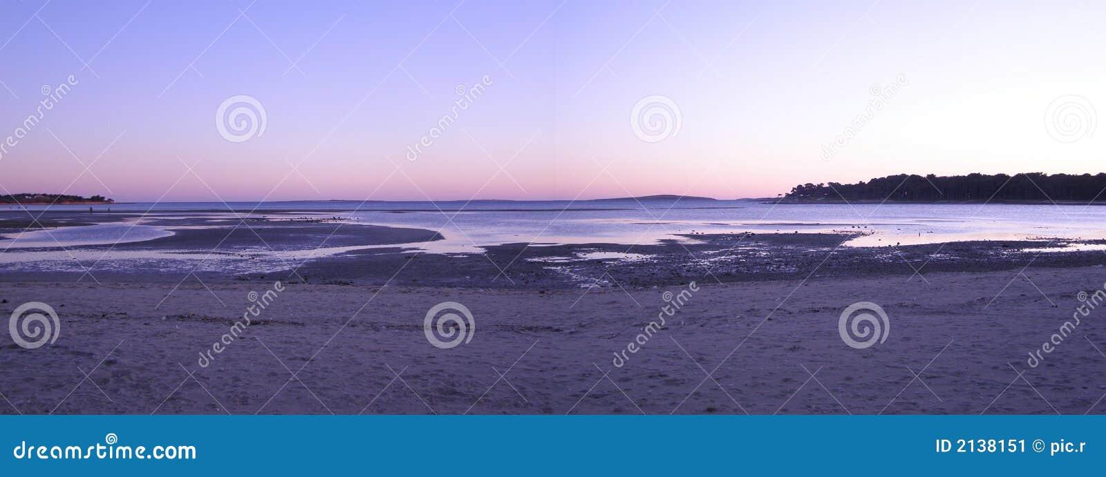 Panorama de coucher du soleil de plage