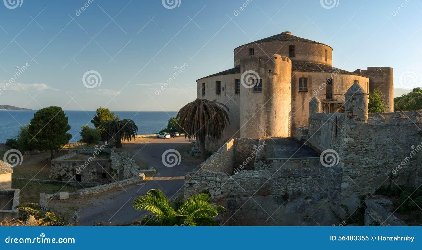 Panorama de fort de Florent de saint au lever de soleil, Corse, France