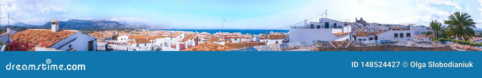 Panorama de la ciudad mediterránea española Altea España, abril 2019