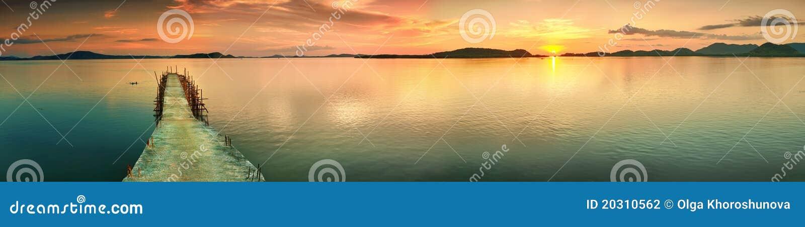 Panorama de la puesta del sol