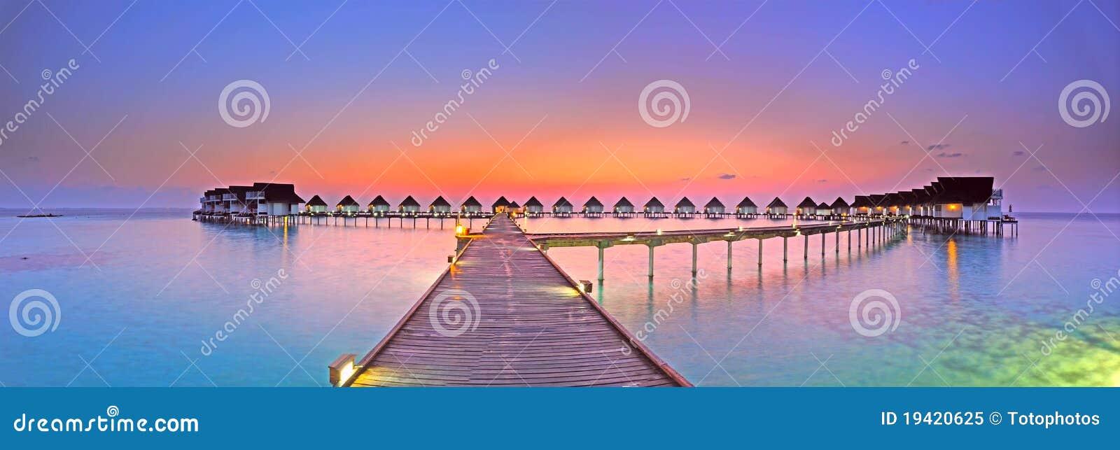 Panorama de la puesta del sol de la isla de Maldives