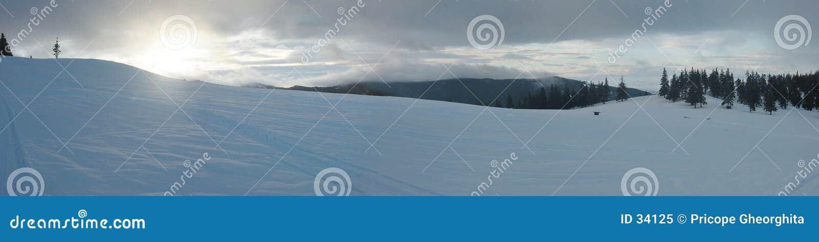 Panorama de la salida del sol del invierno