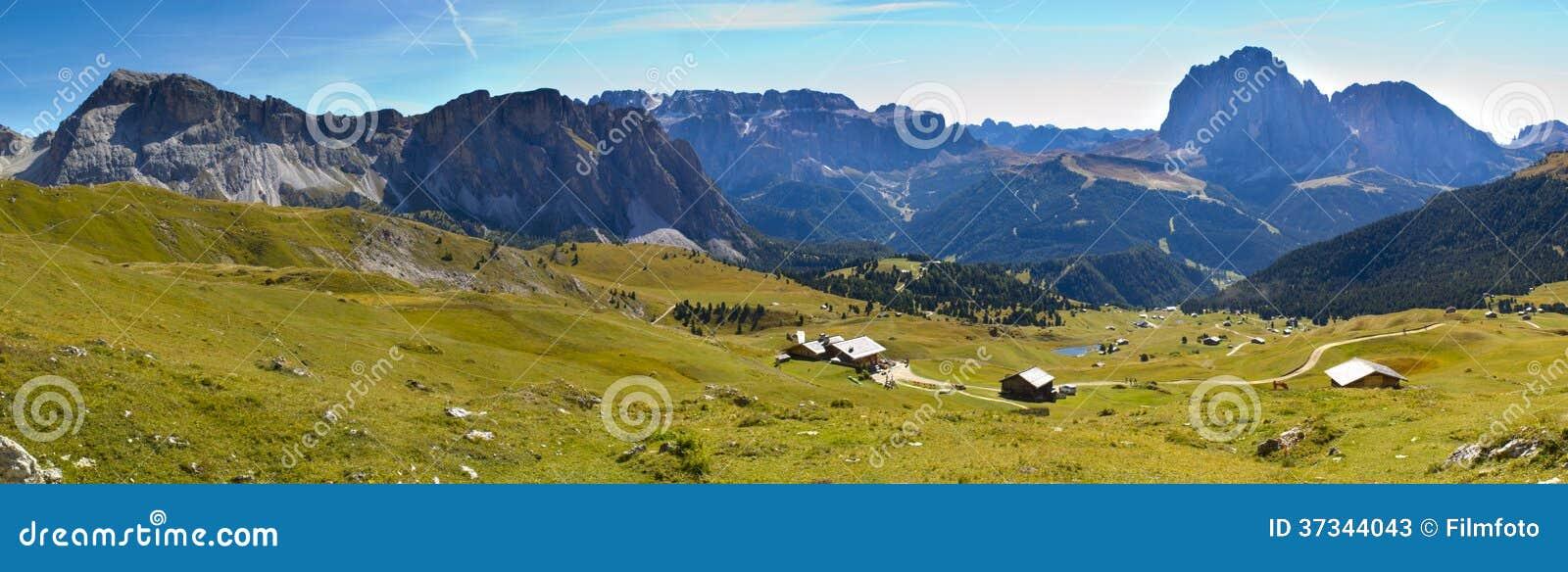 Panorama de las dolomías de las montañas