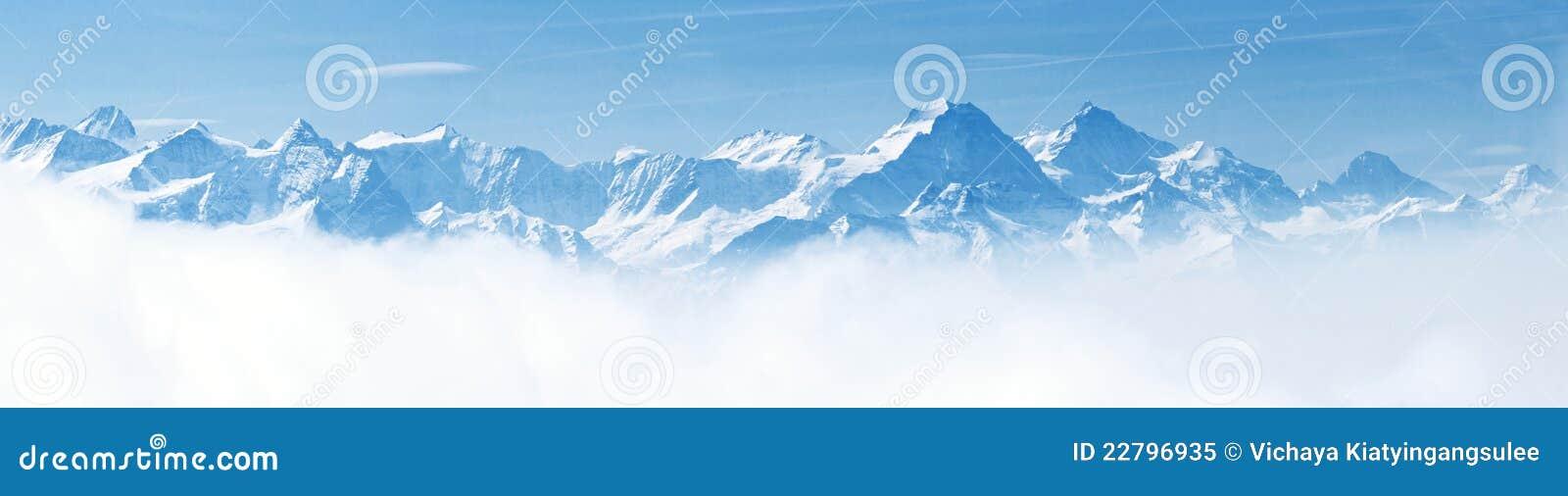 Panorama de las montan@as del paisaje de la montaña de la nieve