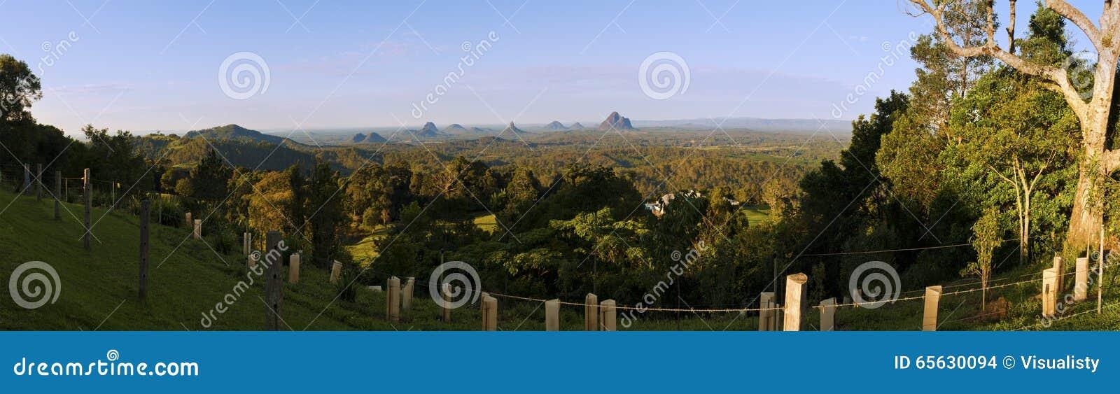 Panorama de montagnes de serre