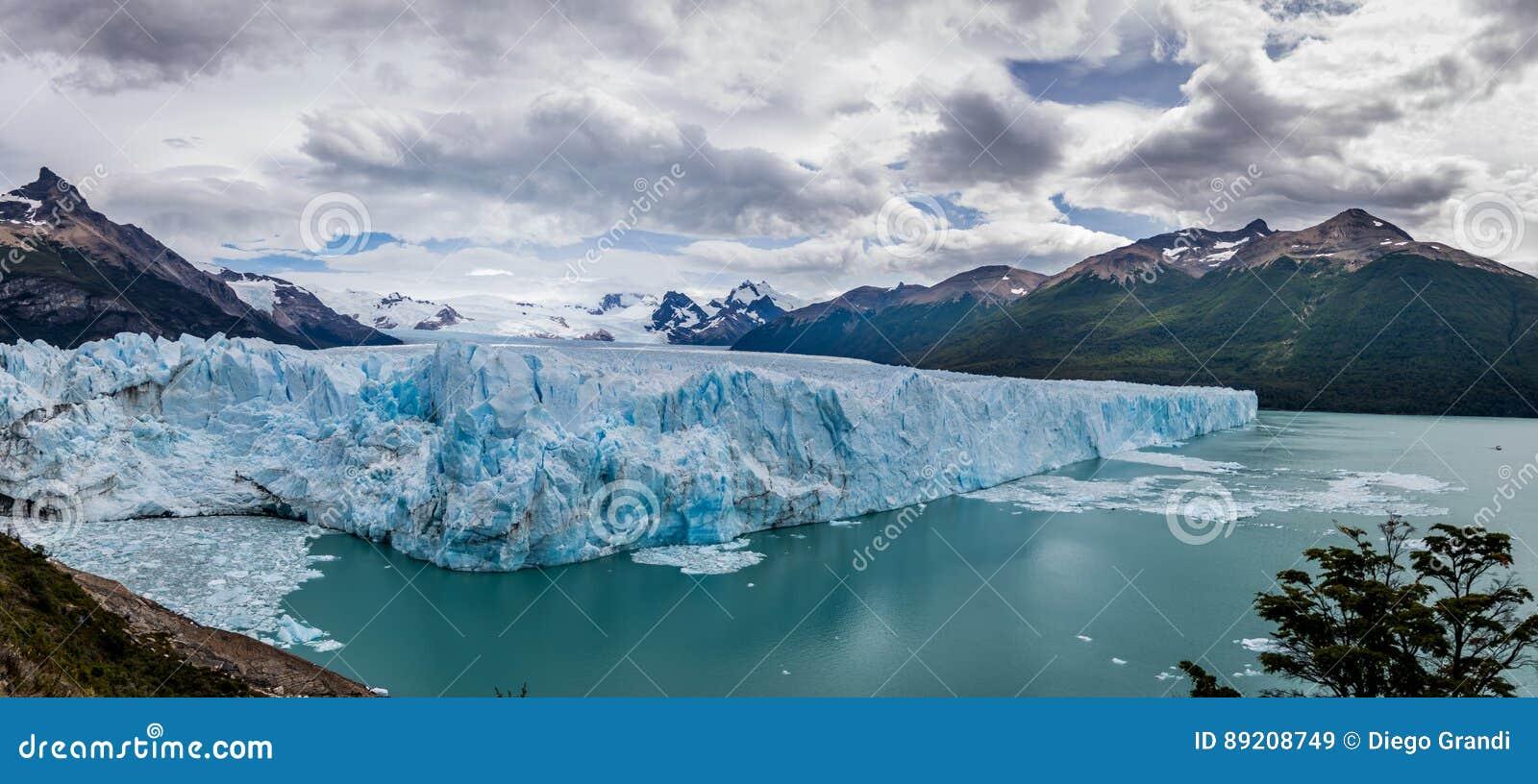 Panorama de Perito Moreno Glacier en la Patagonia - EL Calafate, la Argentina