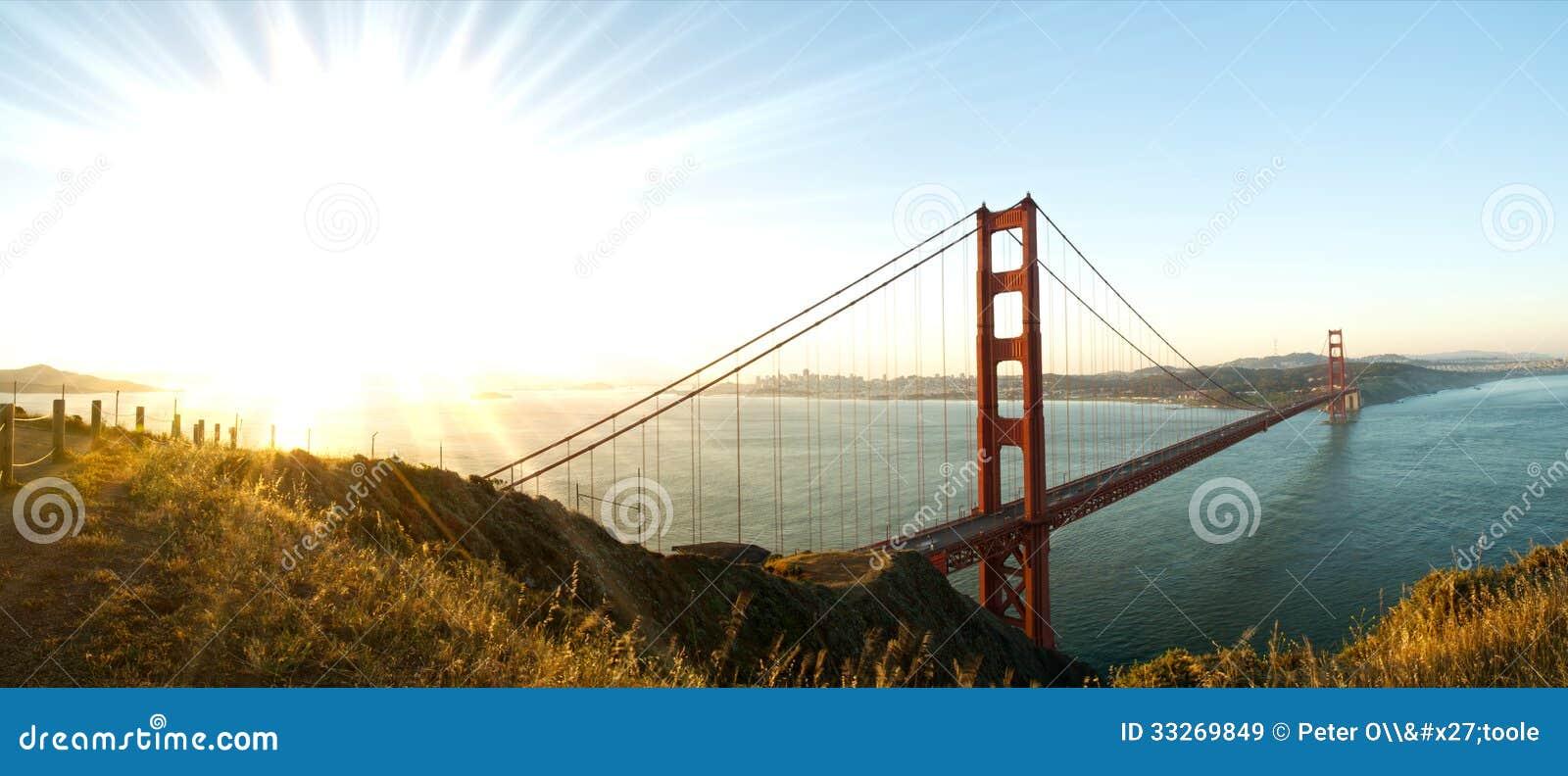 Panorama de puente Golden Gate, San Francisco en el amanecer