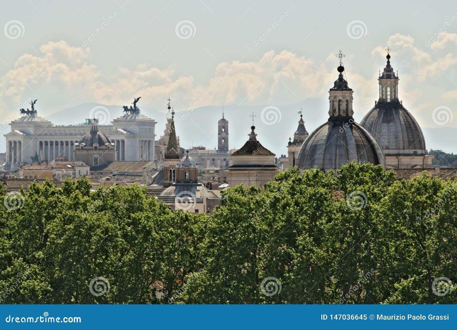 Panorama de Roma con el altar de la patria