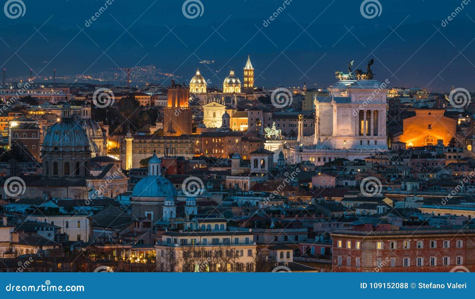 Panorama De Roma En La Puesta Del Sol De La Terraza De La