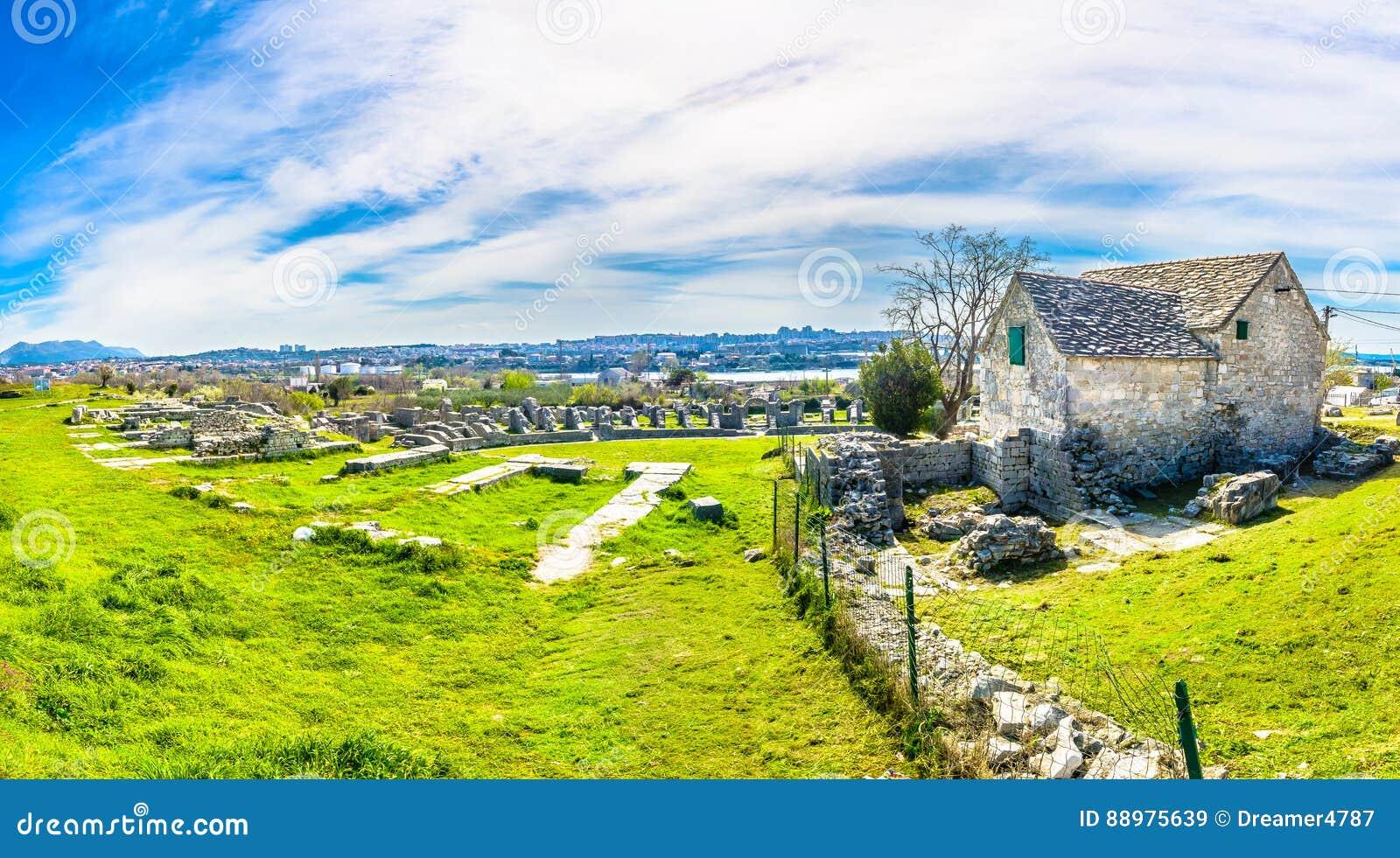 Panorama de ruínas antigas, Croácia