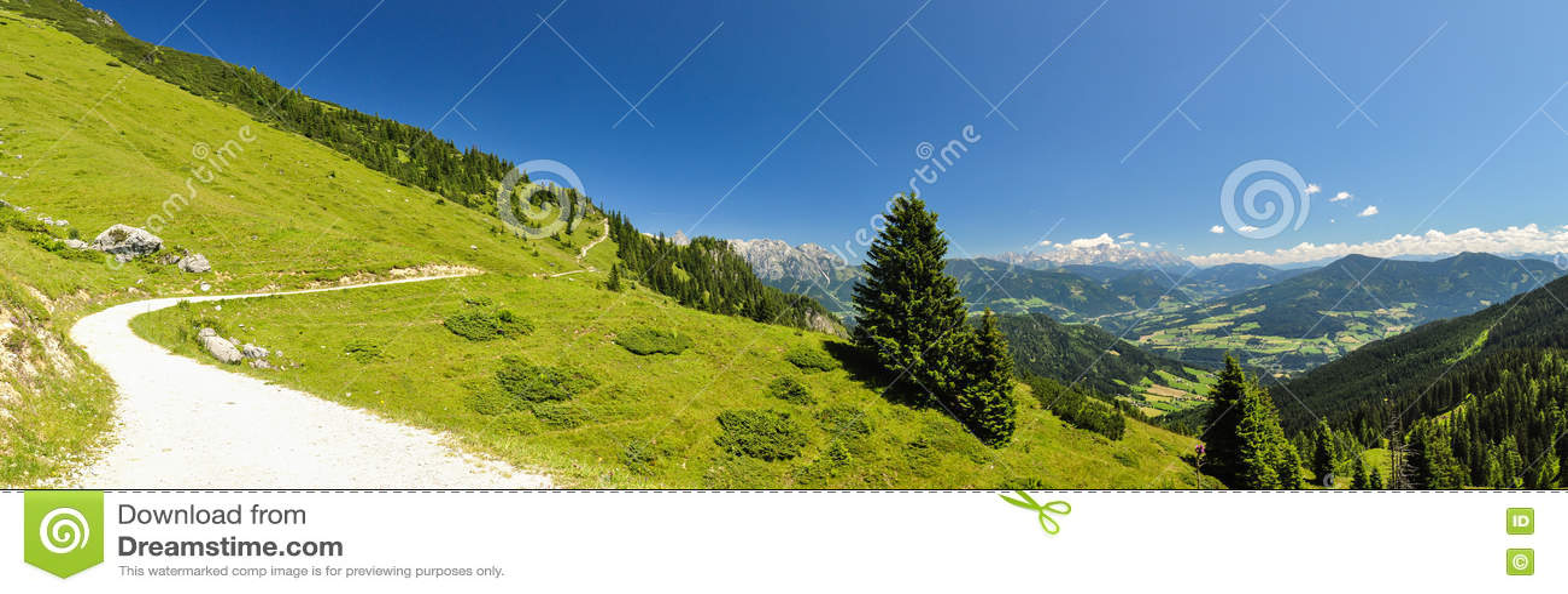 Panorama de XXL - fuga de caminhada na montanha de Hochkoenig - Áustria