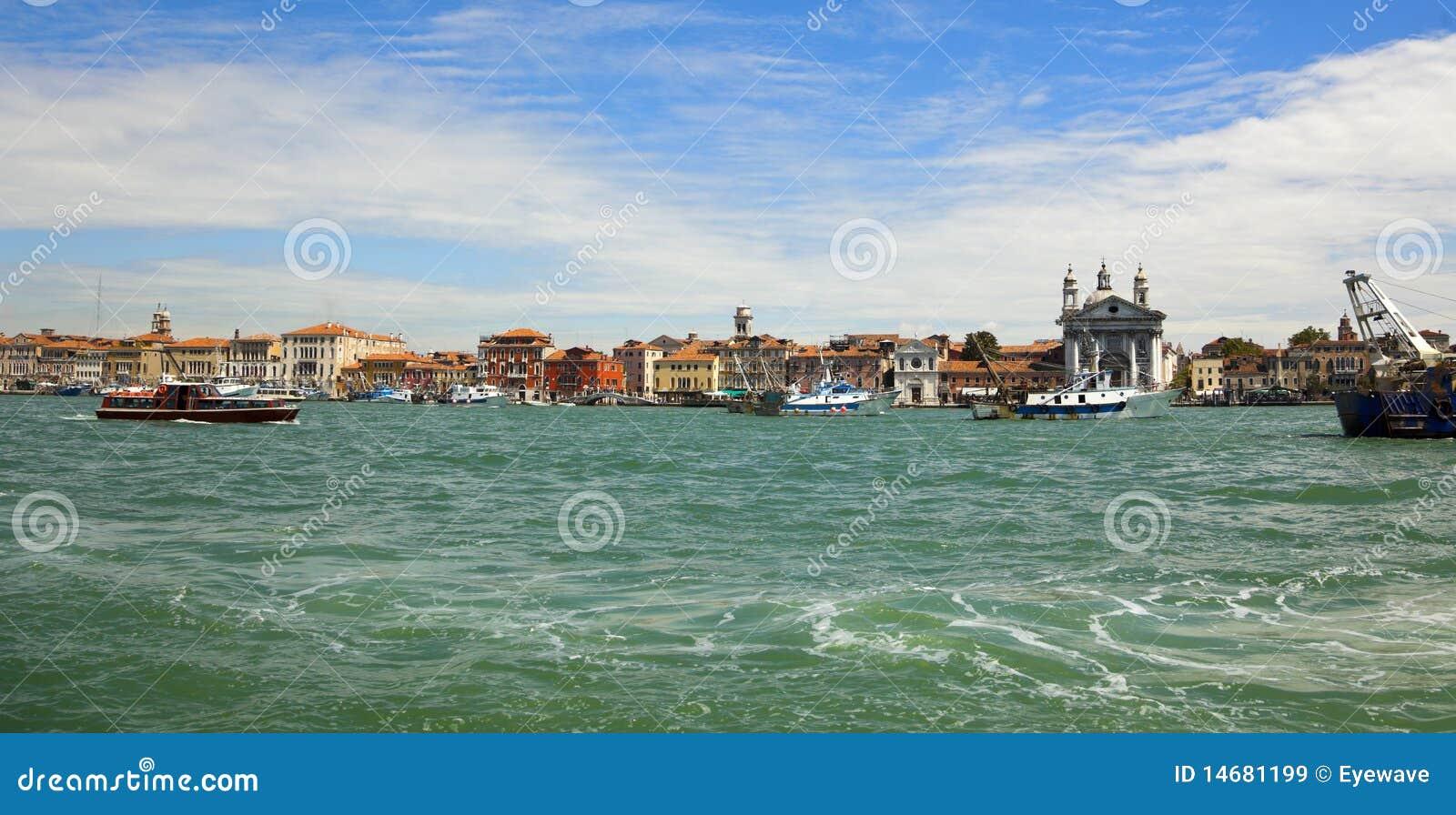I TRE CEDRI (una storia da raccontare). Panorama-del-distretto-del-porto-di-venezia-14681199
