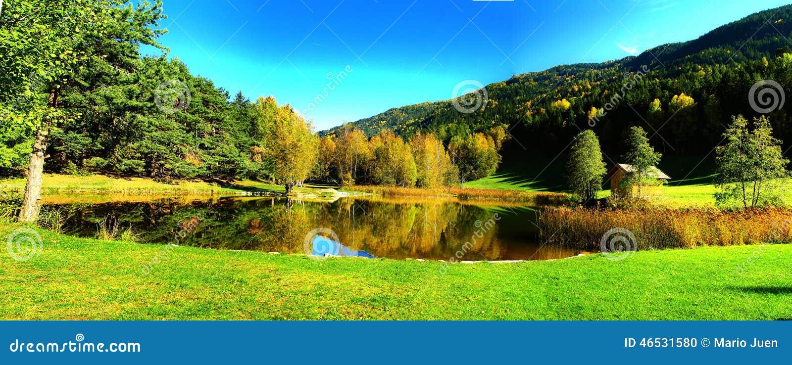 Panorama del lago autumn