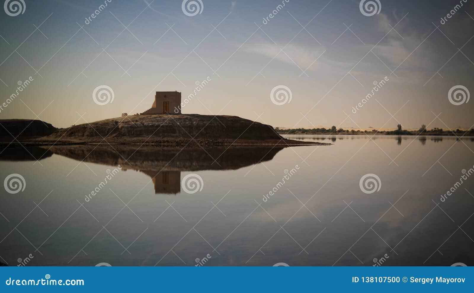 Panorama del lago e della fortezza Zaytun vicino all oasi di Siwa, Egitto