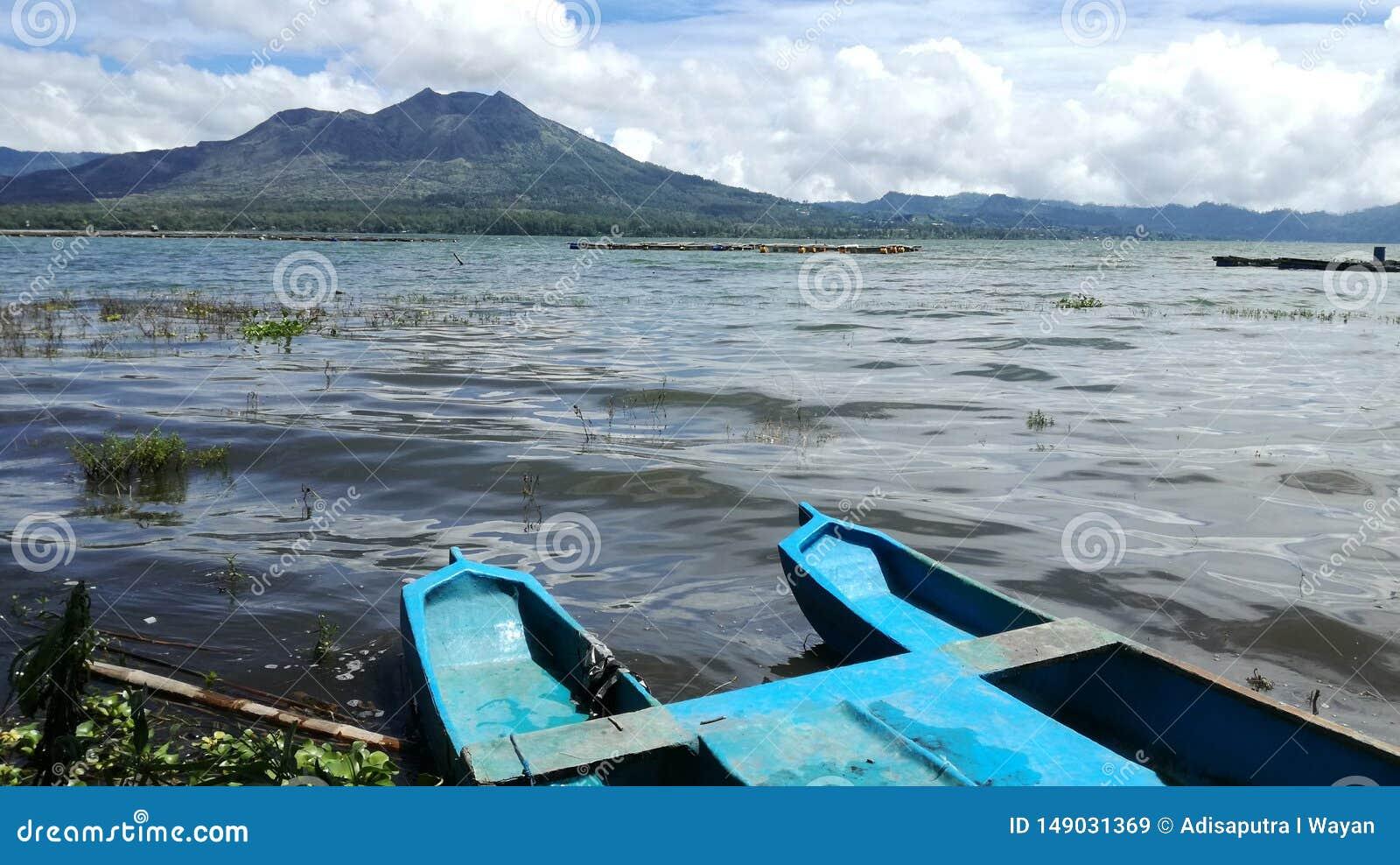 Panorama del paesaggio del batur del supporto dall esterno del lago del batur