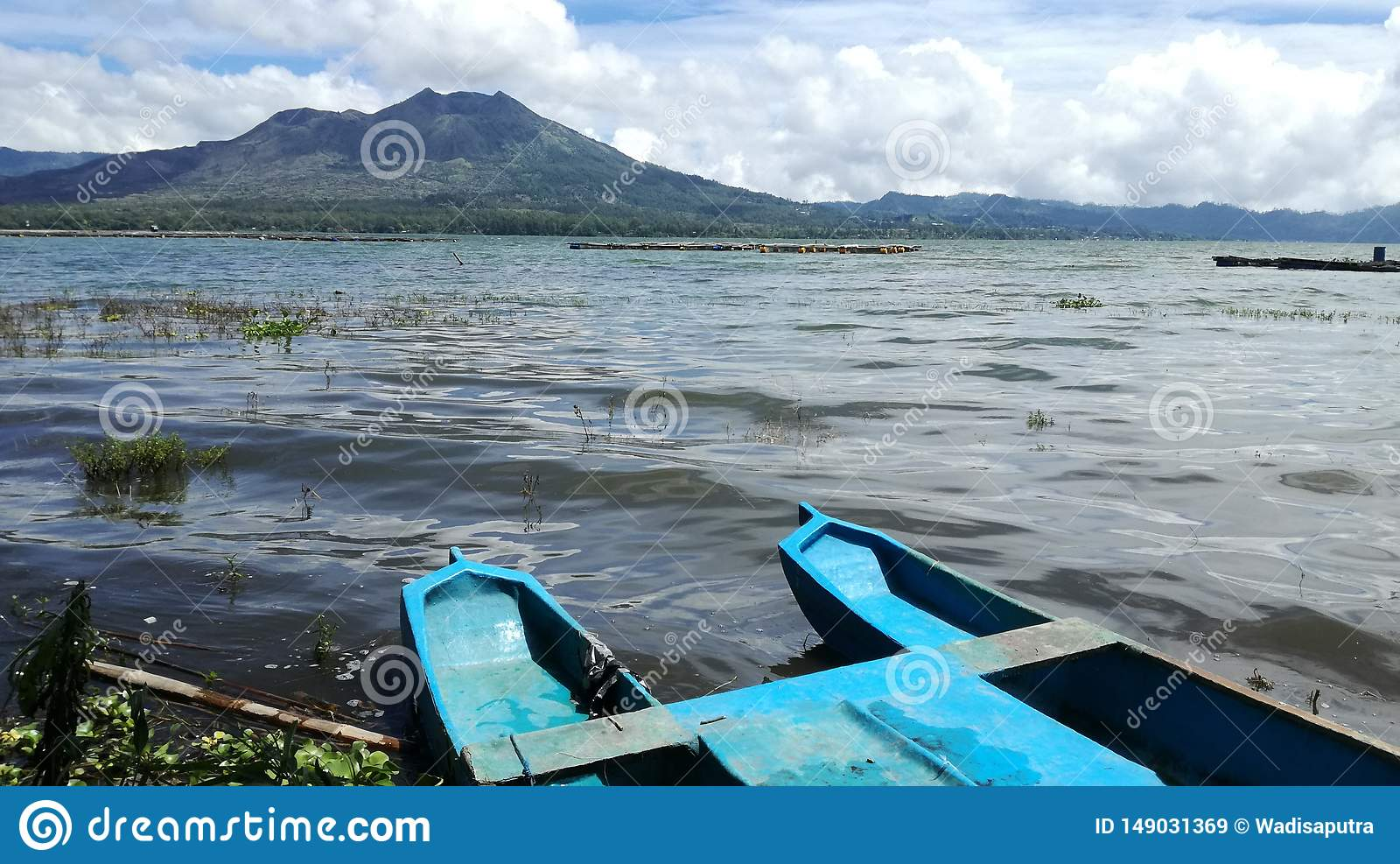Panorama del paisaje del batur del soporte fuera del lago del batur