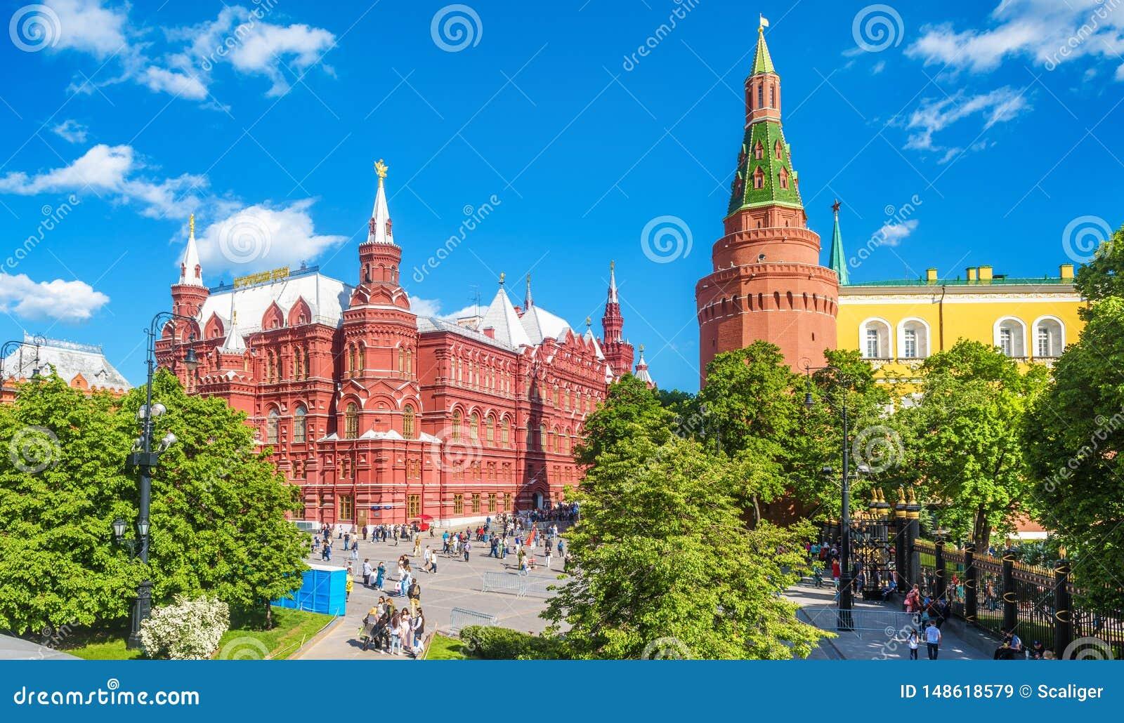 Panorama del quadrato di Manezhnaya dal Cremlino di estate, Russia di Mosca