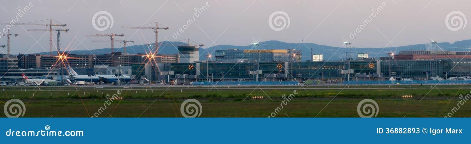 Download Panorama Dell'aeroporto Di Francoforte Sul Primo Mattino Fotografia Stock Editoriale - Immagine di luogo, aeroplano: 36882893