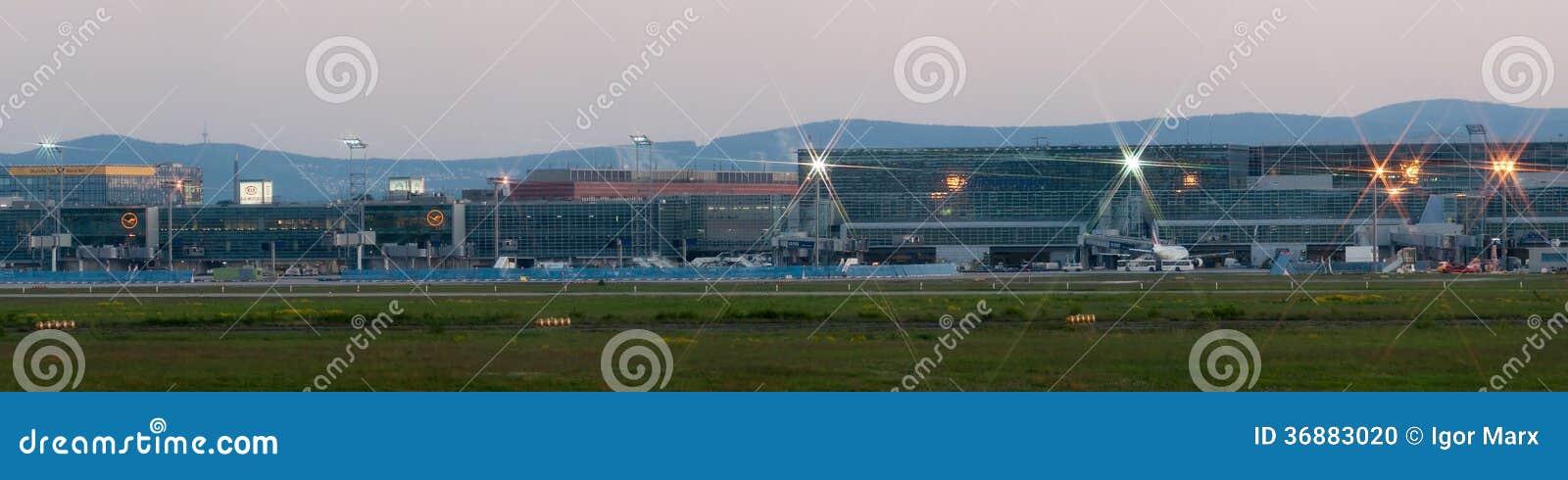 Download Panorama Dell'aeroporto Di Francoforte Sul Primo Mattino Immagine Editoriale - Immagine di germany, obbligazione: 36883020