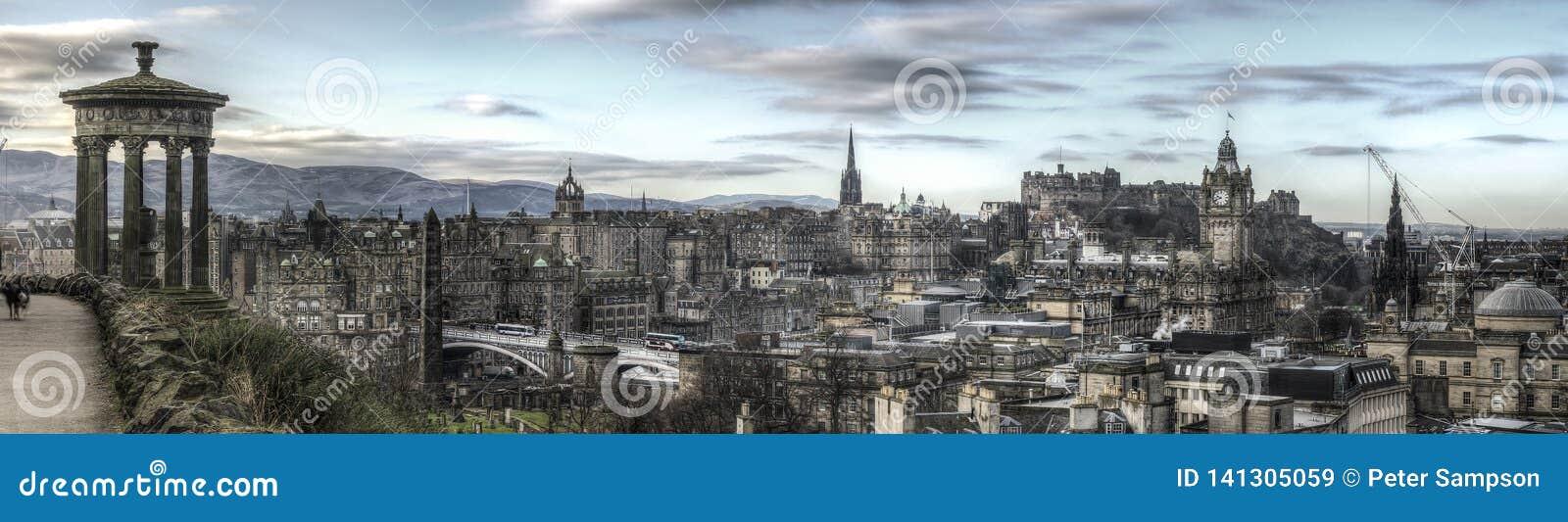 Panorama dell orizzonte di Edimburgo