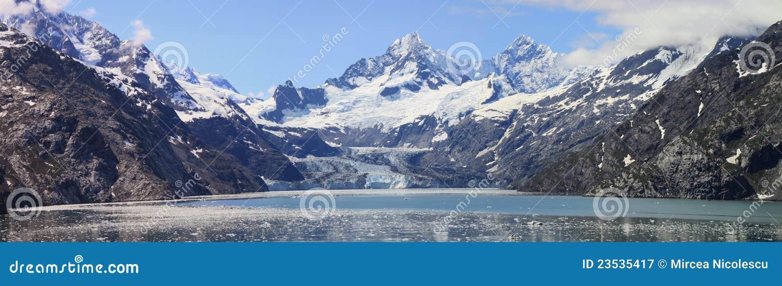 Panorama della baia di ghiacciaio