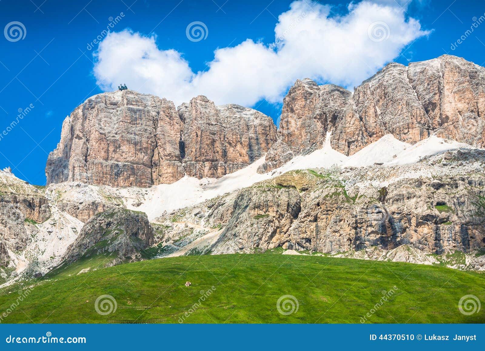 Panorama della catena montuosa di Sella dal passaggio di Sella, dolomia, AIS