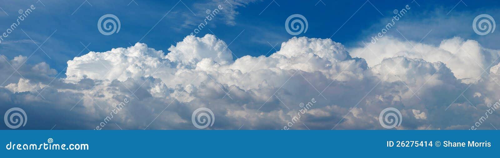 Panorama der Kumulus-Wolken
