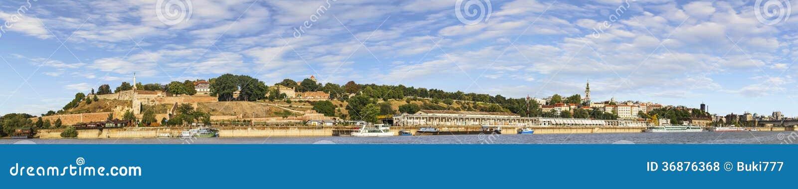 Download Panorama Di Belgrado Con La Fortezza Di Kalemegdan Ed Il Porto Nautico Turistico Su Sava River Fotografia Stock - Immagine di bacino, baldacchini: 36876368