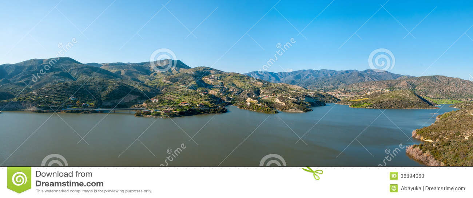 Download Panorama di Lakeside immagine stock. Immagine di angolo - 36894063