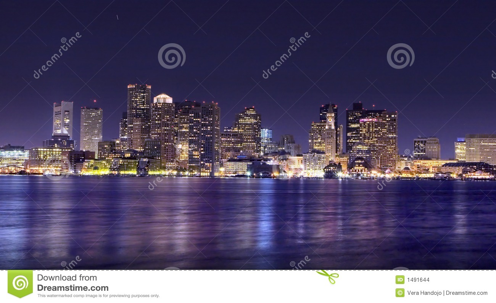 Panorama di notte di Boston