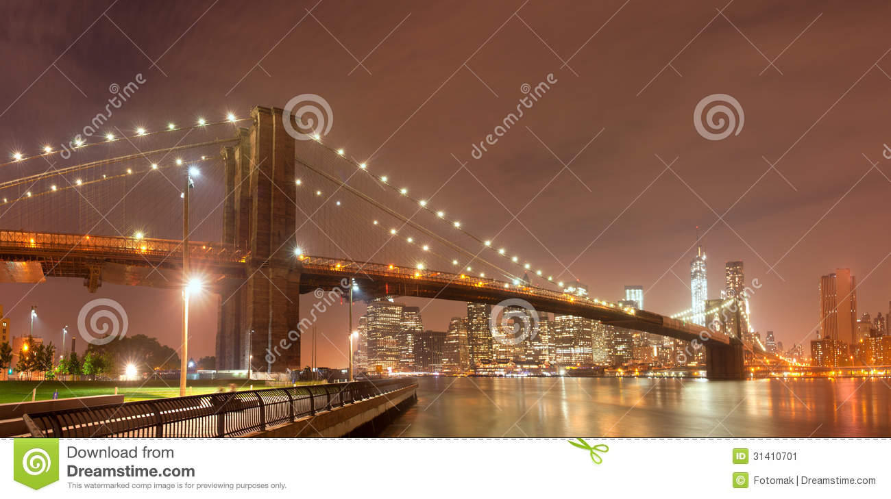 Panorama di notte di new york con il ponte di brooklyn for Appartamenti vacanze new york city manhattan