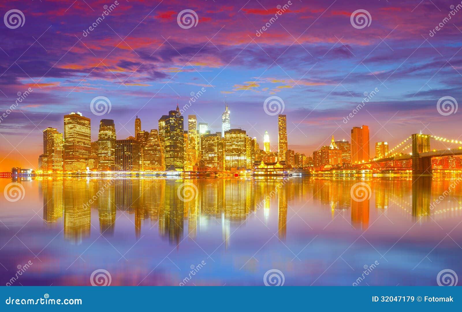 Panorama di notte di new york con il ponte di brooklyn for Foto new york notte