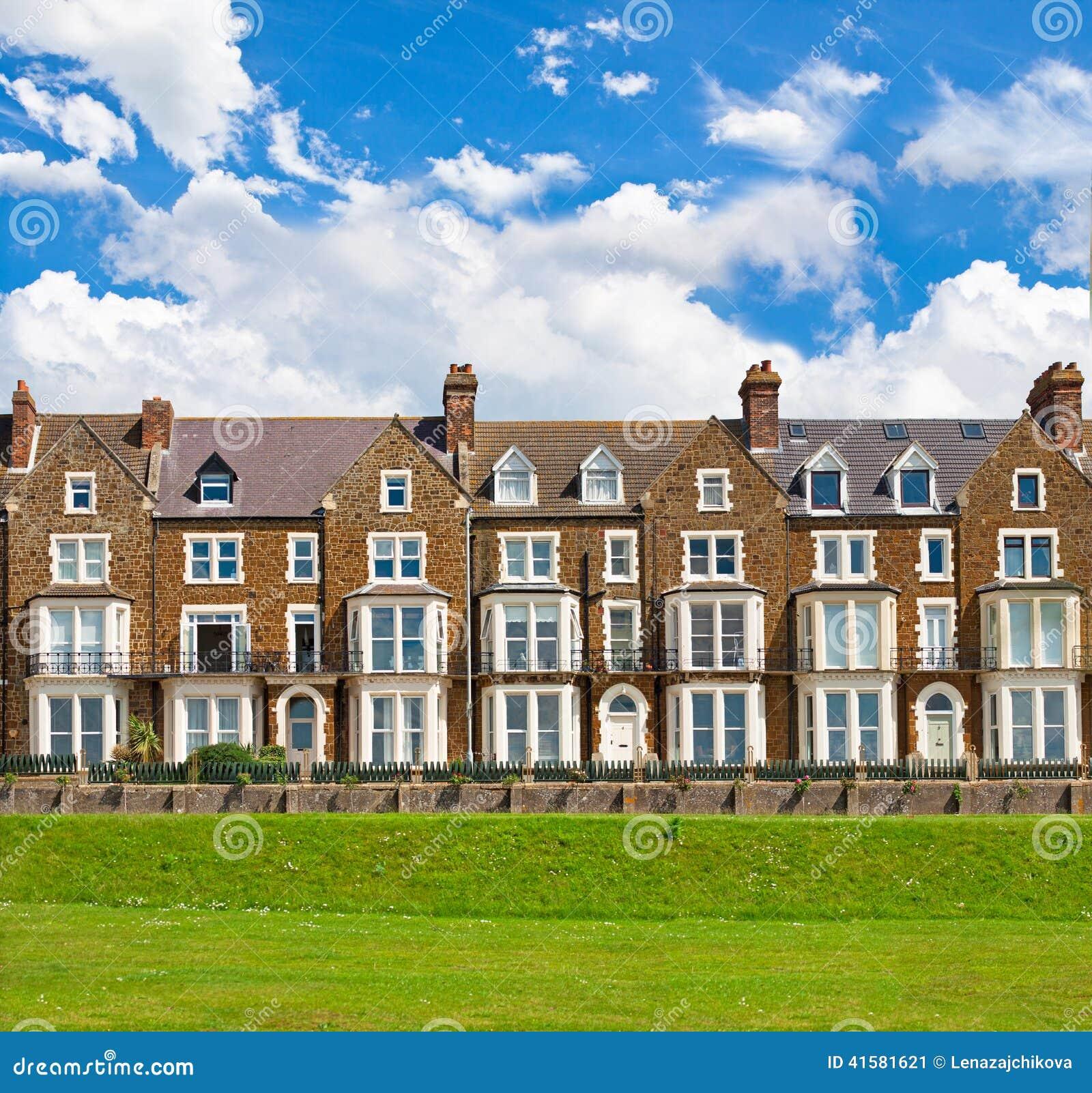 Panorama di vecchia casa vittoriana di stile con prato - Casa stile vittoriano ...