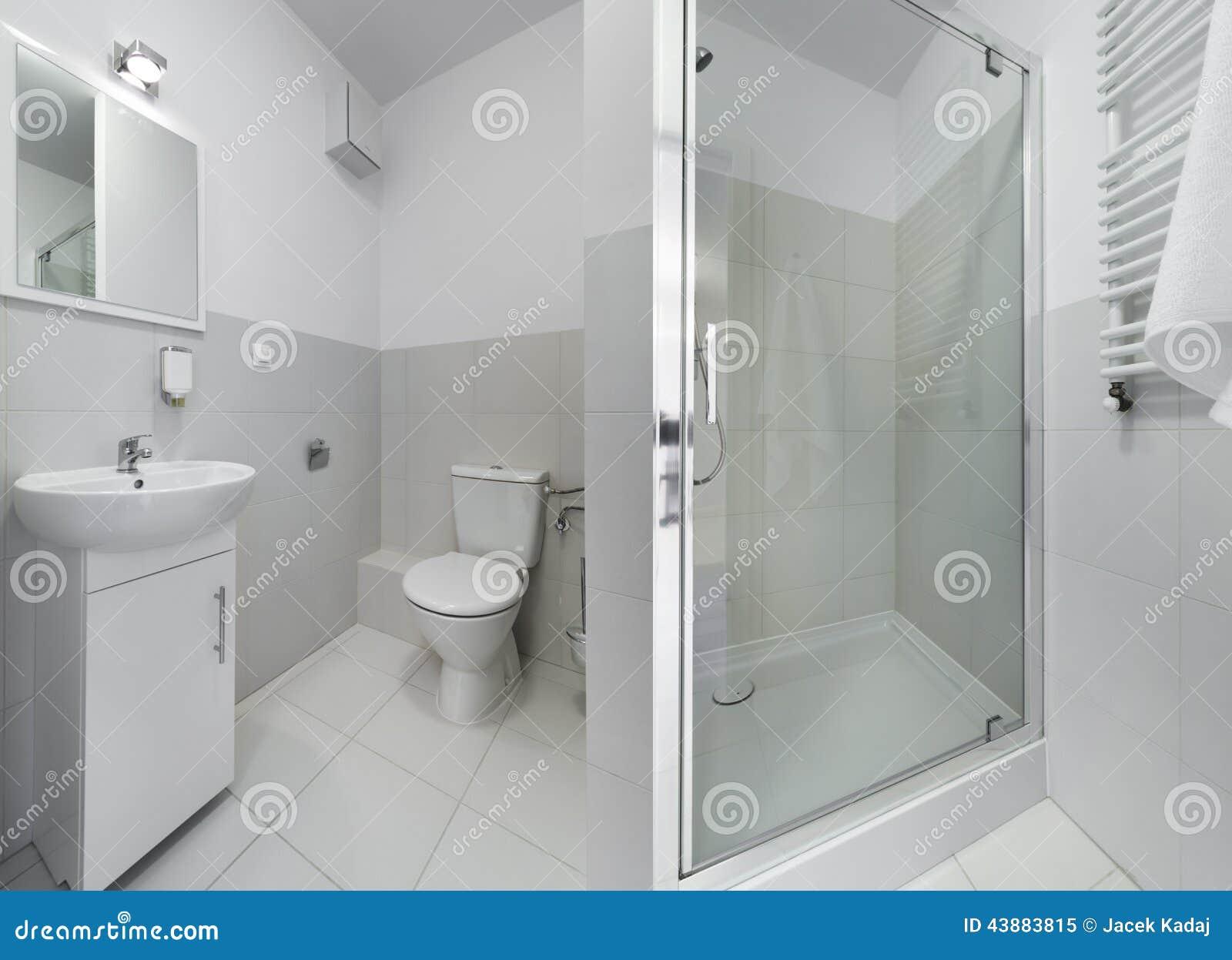 Panorama Do Banheiro Pequeno E Compacto Foto de Stock Imagem  #82A229 1300 1030