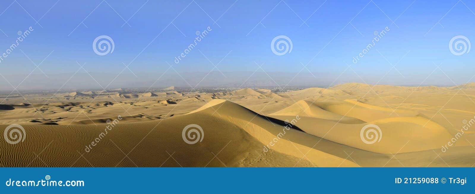 Panorama do deserto da duna de areia em Peru