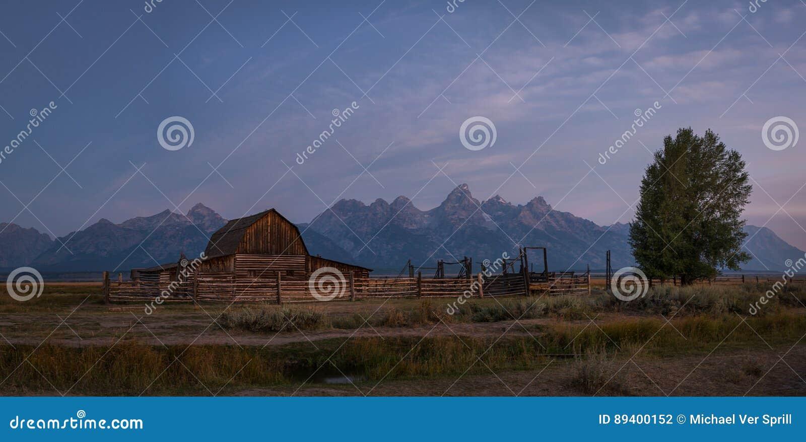 Panorama do nascer do sol da fileira do mórmon