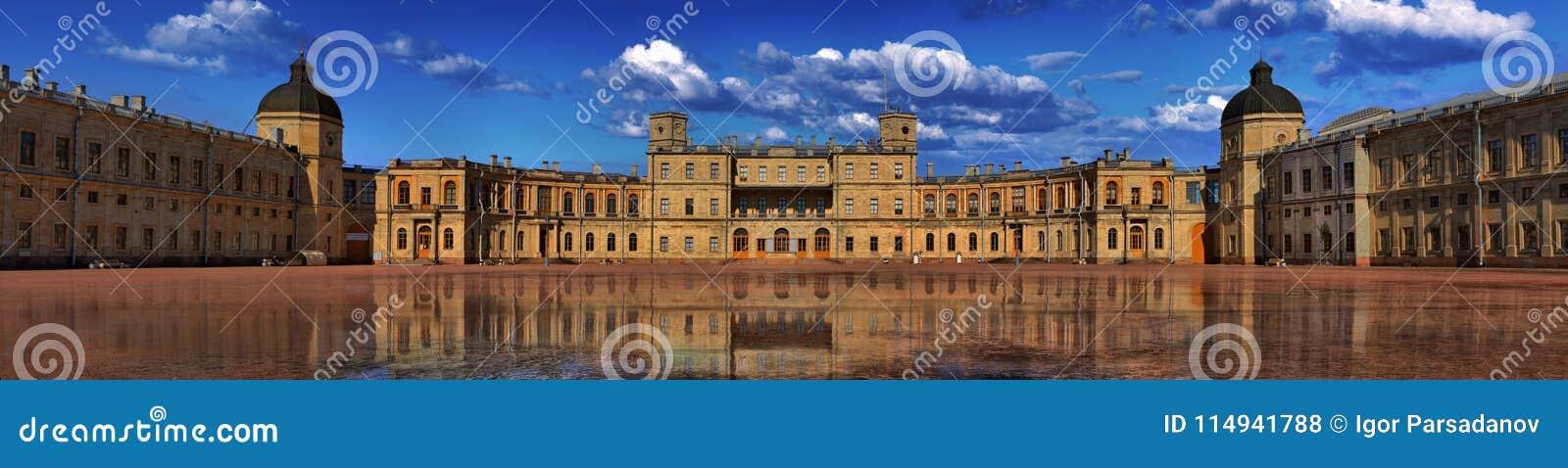 Panorama do palácio grande de Gatchina