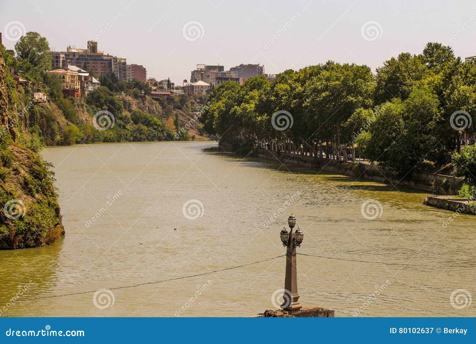 Panorama do Rio Kura de Tbilisi