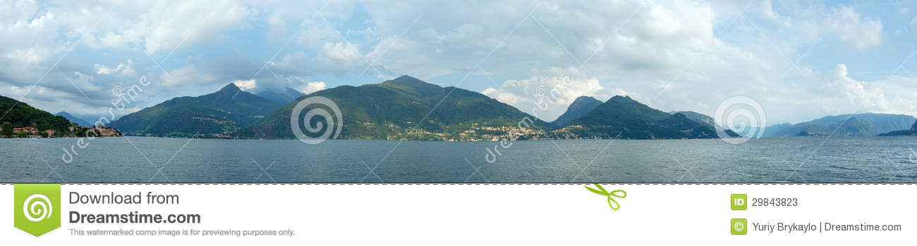 Panorama do verão de Como do lago (Italia).