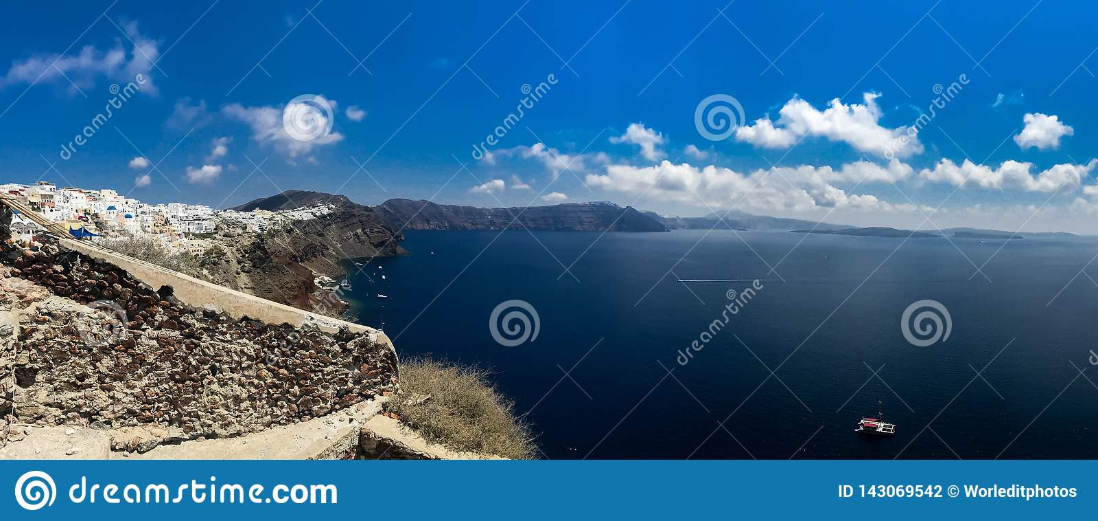 Panorama ensoleillé de matin d île de Santorini Station de vacances grecque offamous Fira, Grèce, l Europe de vue colorée de ress