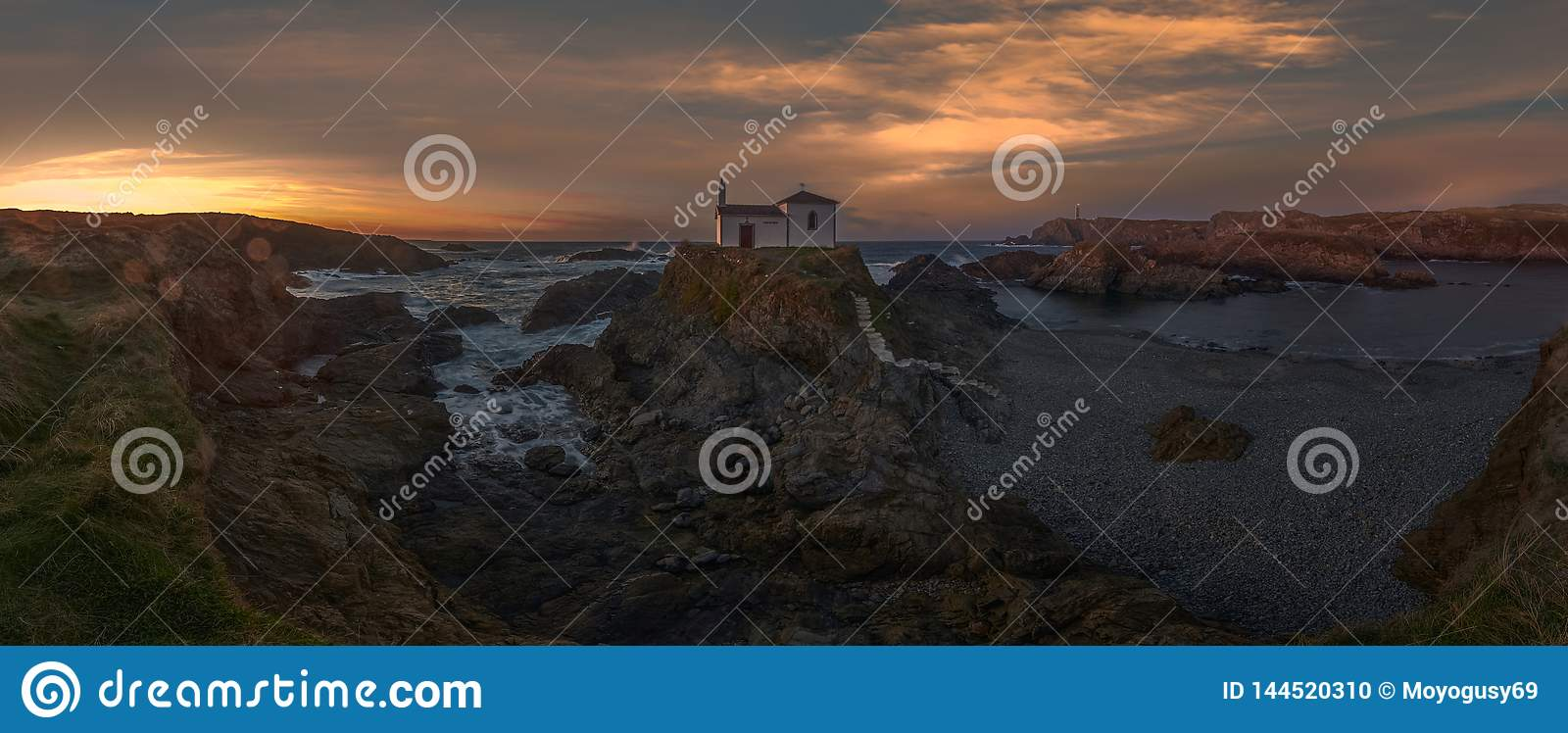 Panorama eremita w morzu