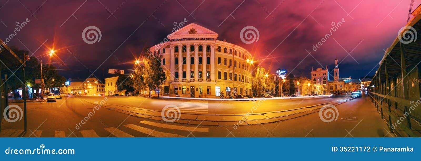 Panorama för Kyiv Mohyla akademiafton