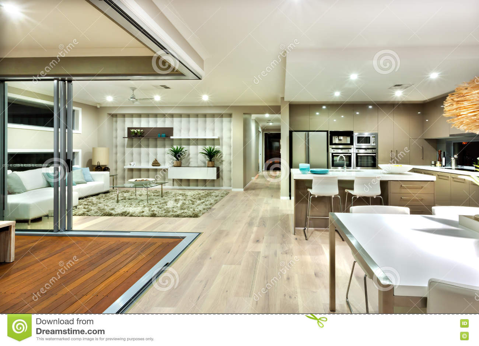 Interieur cuisine moderne cuisine moderne tonnant cour for Interieur cuisine moderne
