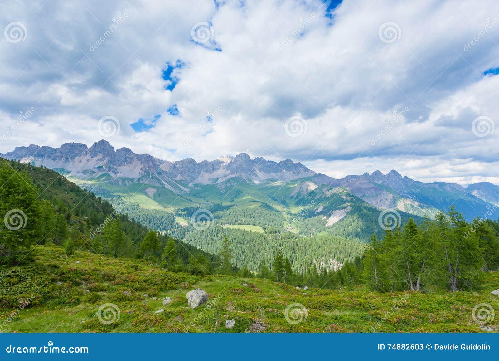 Panorama italiano da montanha