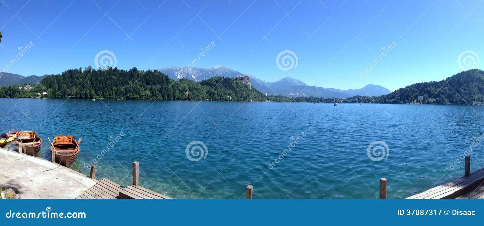 Download Panorama Krwawiąca Jezioro, Slovenia Obraz Stock - Obraz złożonej z roślinność, łodzie: 37087317